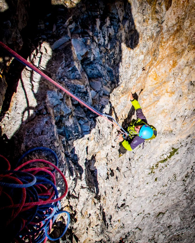 Climbing on Primo Spigolo on Tofana di Rozes, mountain guide, guide cortina