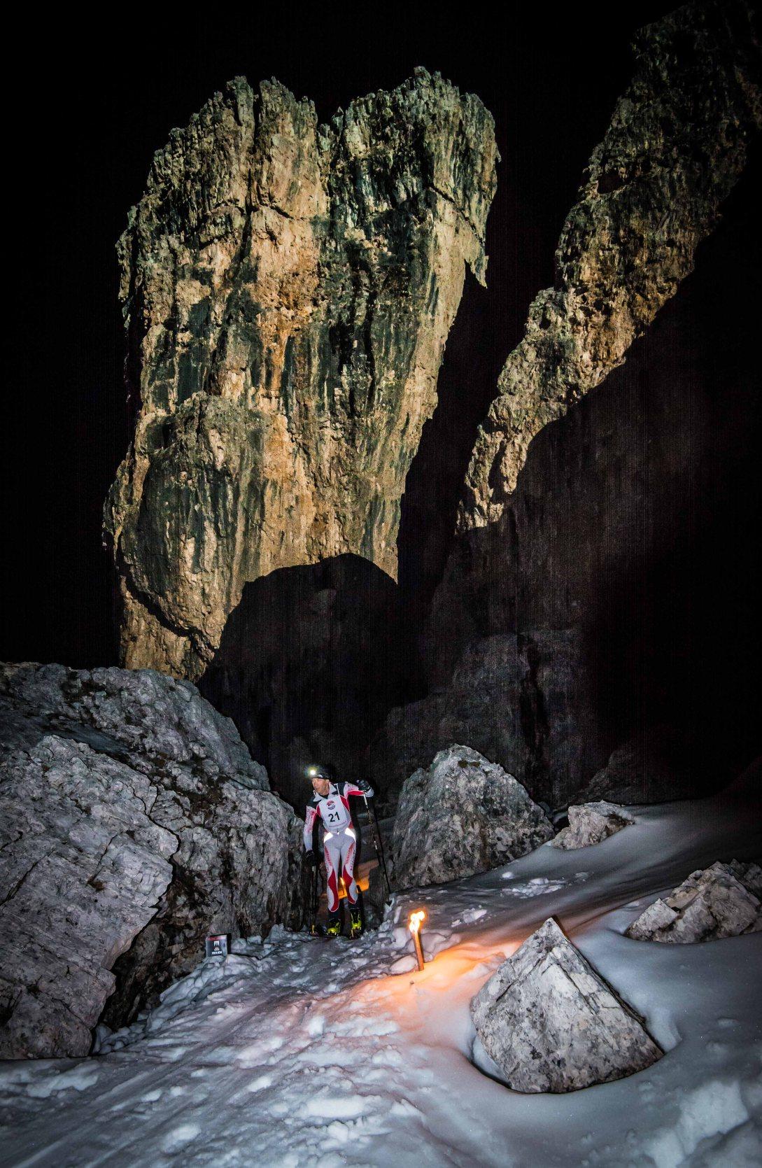 Scialpinismo 5 Torri, passaggio sotto la quarta torre
