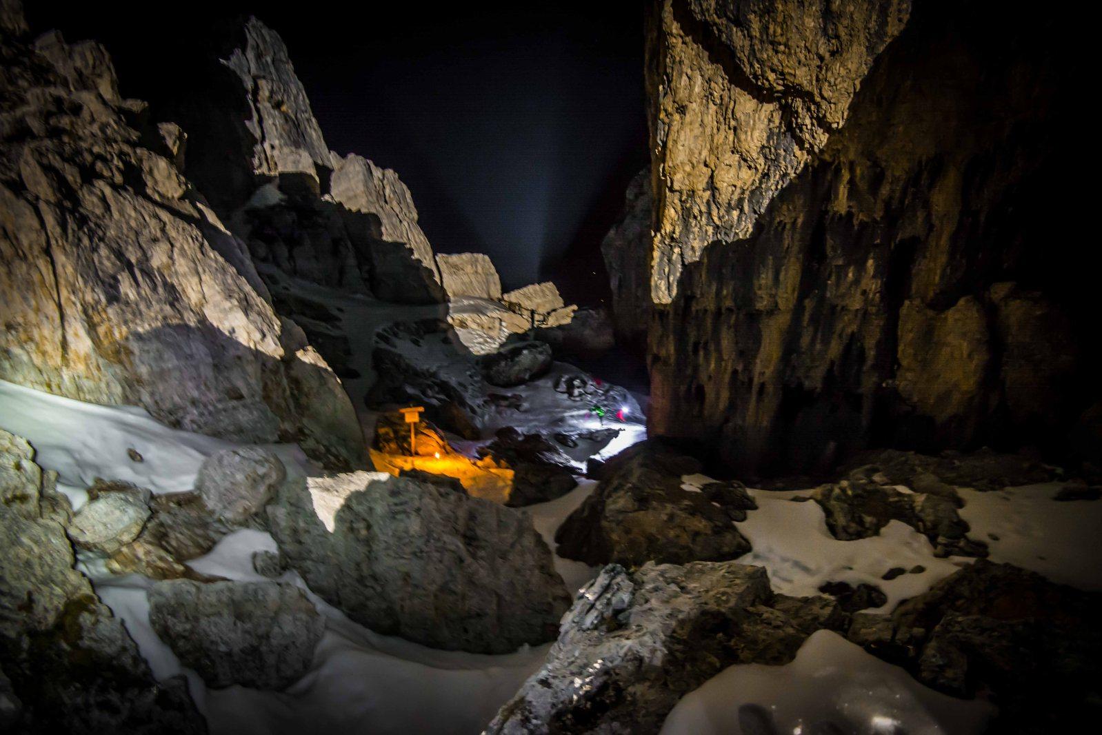 Skialp 5 Torri 2017, passaggio tra le torri alla luce delle fiaccole