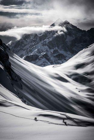 Scialpinisti a Mondeval con il Civetta sullo sfondo.