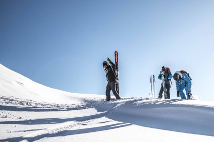 Friends on a freeride day in Tofana, Dolomiti, Cortina