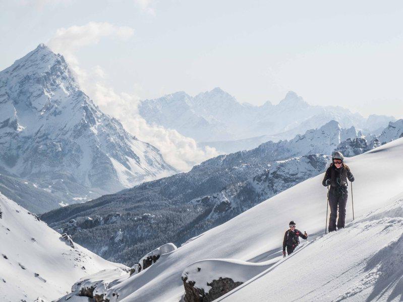 Salita con gli sci da alpinismo a Forcella Grande con l' Antelao sullo sfondo