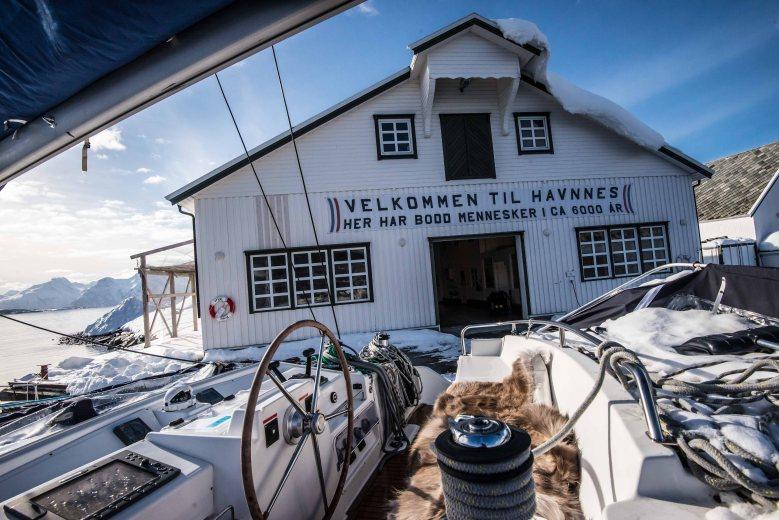 The catamaran just arrived at Havnnes harbor.